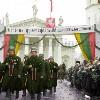 Vilnius: Esercito in piazza della Cattedrale